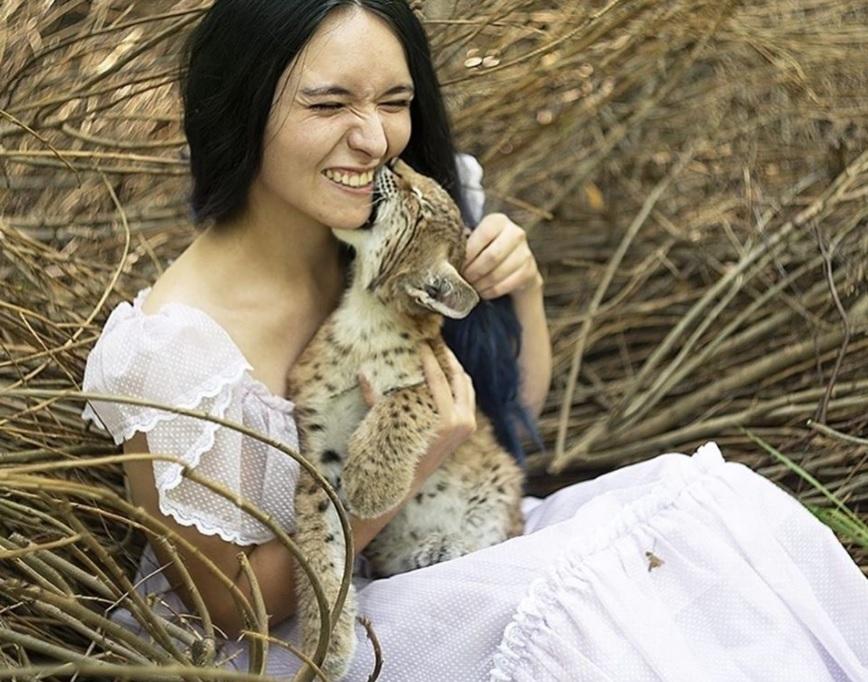 Девушка спасла двух рысей - которых выращивали ради получения меха